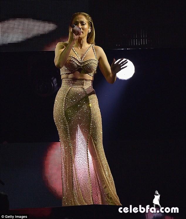 Jennifer Lopez  at Billboard Latin Music Awards 2015  (6)