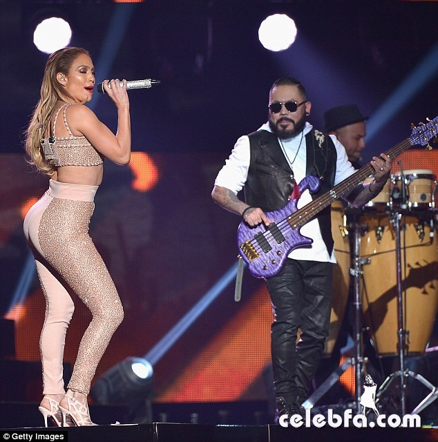 Jennifer Lopez  at Billboard Latin Music Awards 2015  (7)