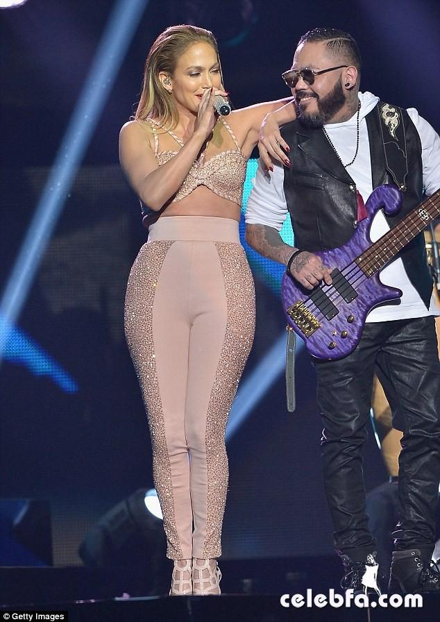 Jennifer Lopez  at Billboard Latin Music Awards 2015  (8)