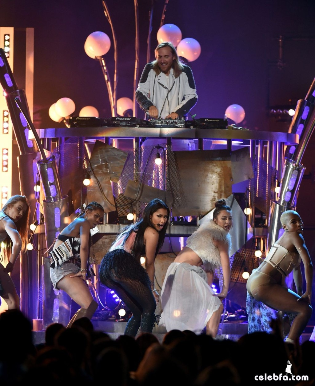 nicki-minaj-at-2015-billboard-music-awards (4)