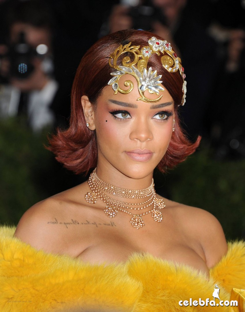 rihanna-at-met-gala-2015 (1)