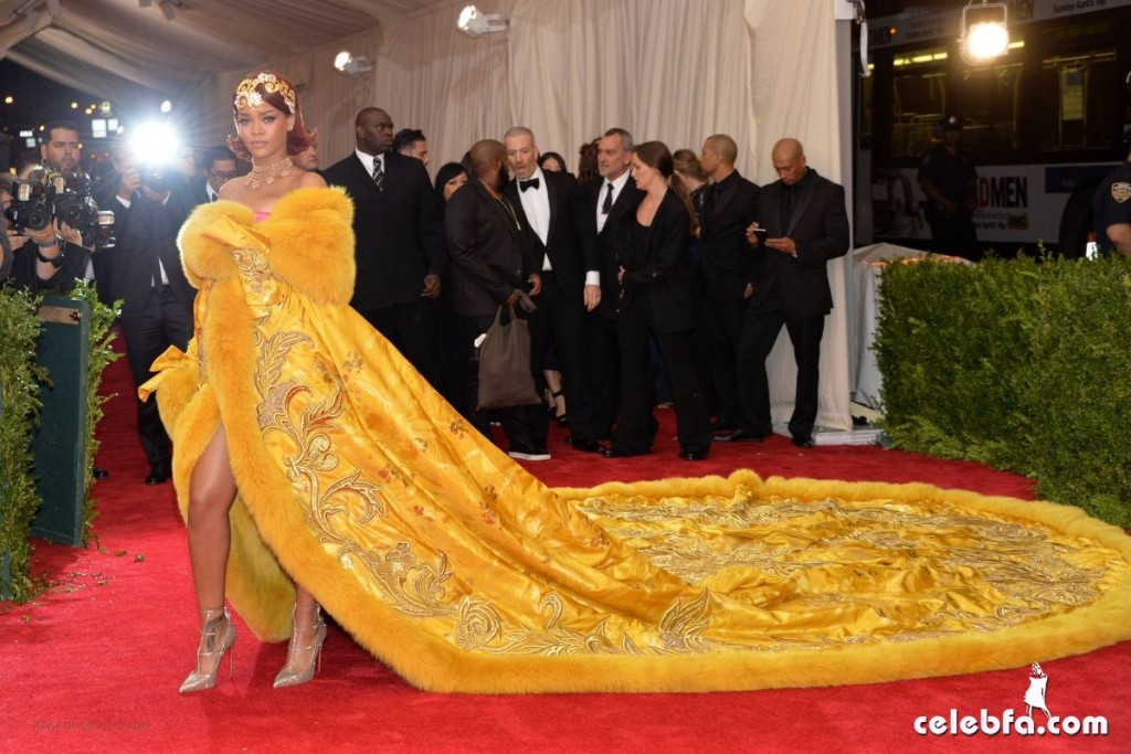 rihanna-at-met-gala-2015 (2)