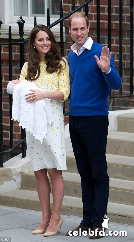royal-baby-girls-first-photos-with-kate-middleton-prince-william (4)