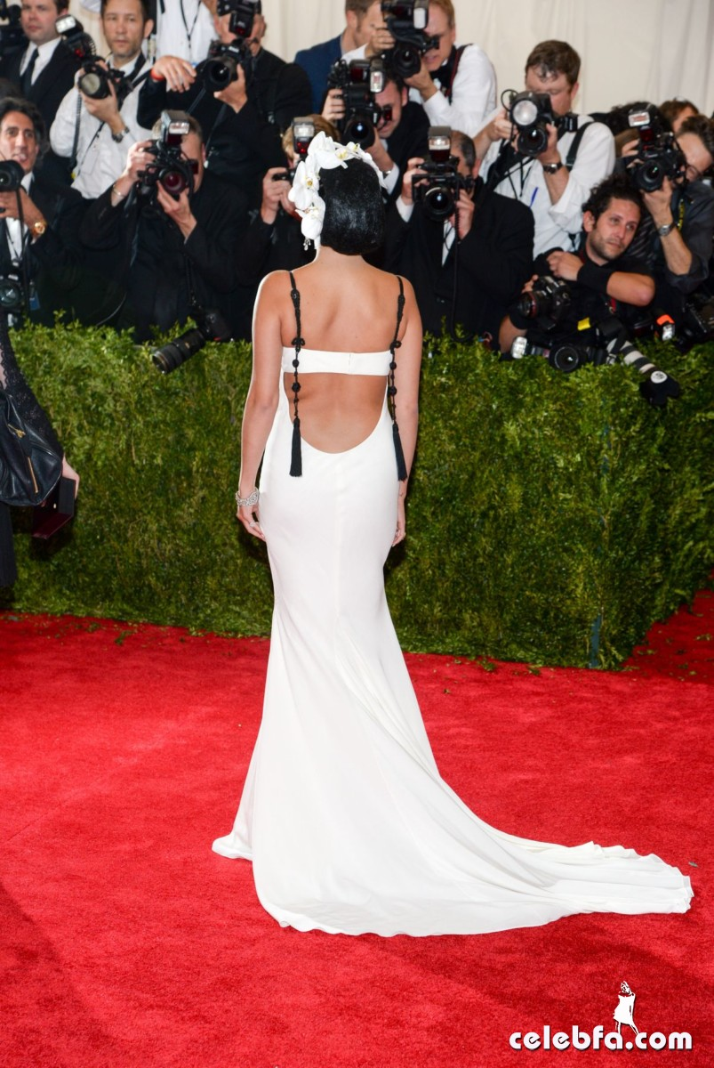 selena-gomez-at-met-gala-2015 (10)