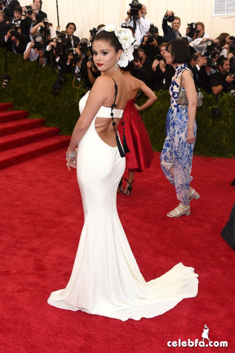 selena-gomez-at-met-gala-2015 (2)