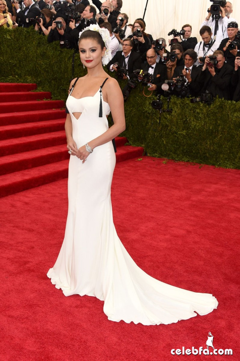 selena-gomez-at-met-gala-2015 (3)