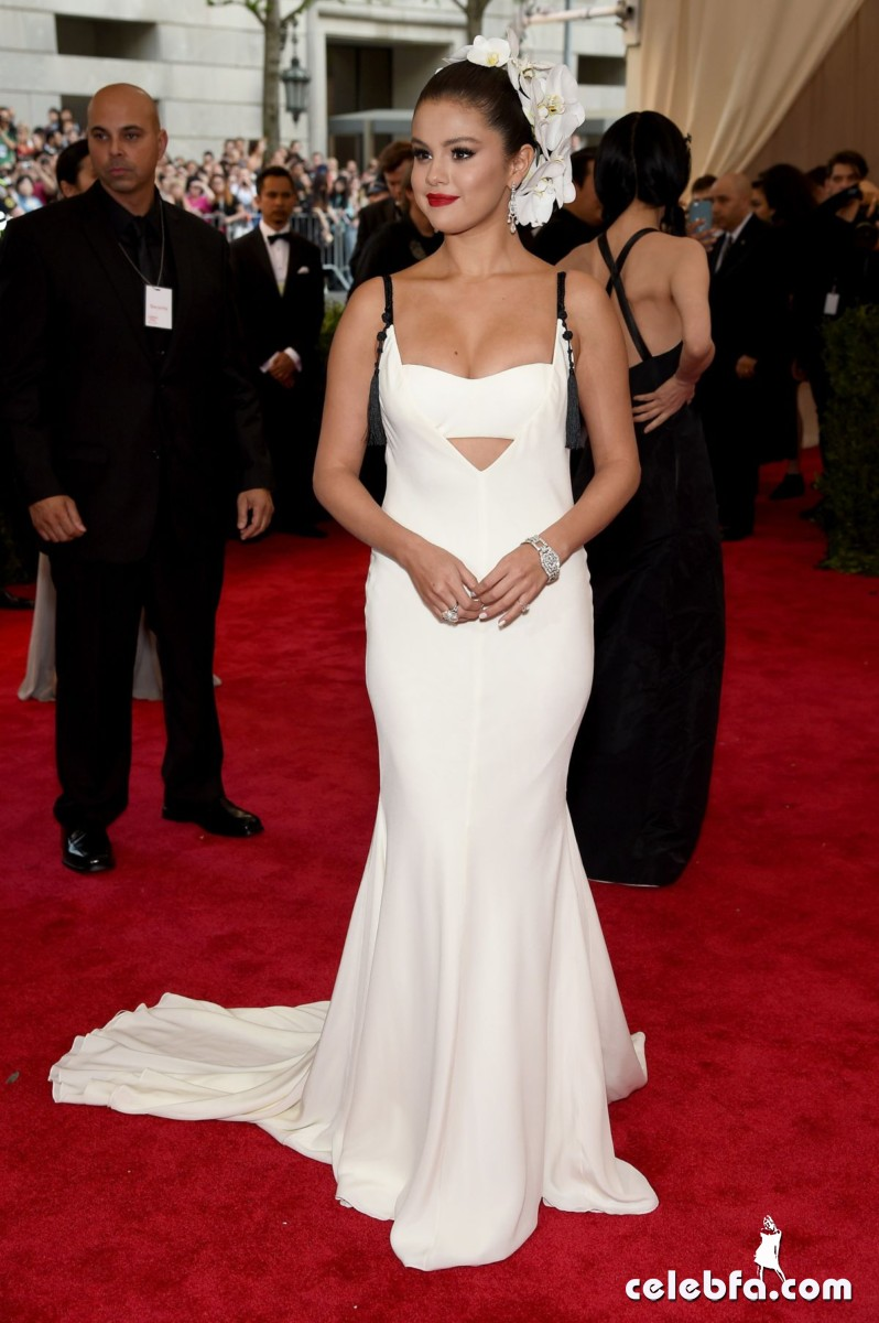 selena-gomez-at-met-gala-2015 (4)