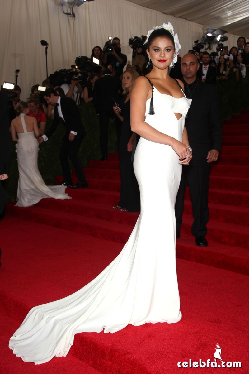 selena-gomez-at-met-gala-2015 (8)