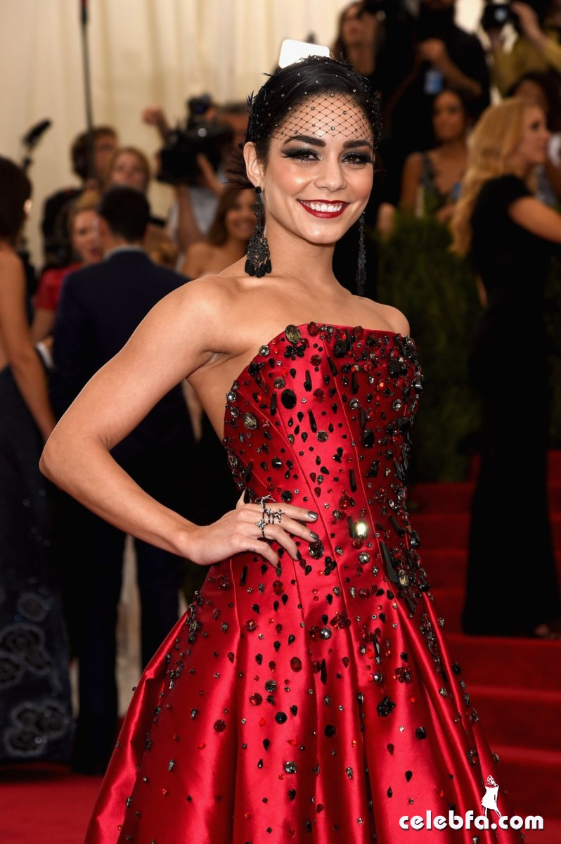 vanessa-hudgens-at-met-gala-2015 (1)