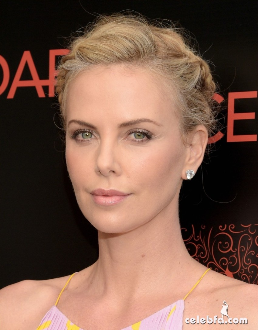 charlize-theron-dark-places (3)