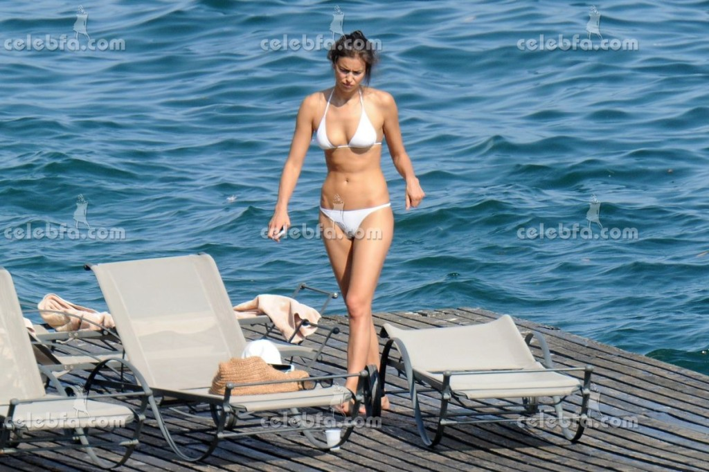 irina-shayk-in-bikini-in-italy (2)