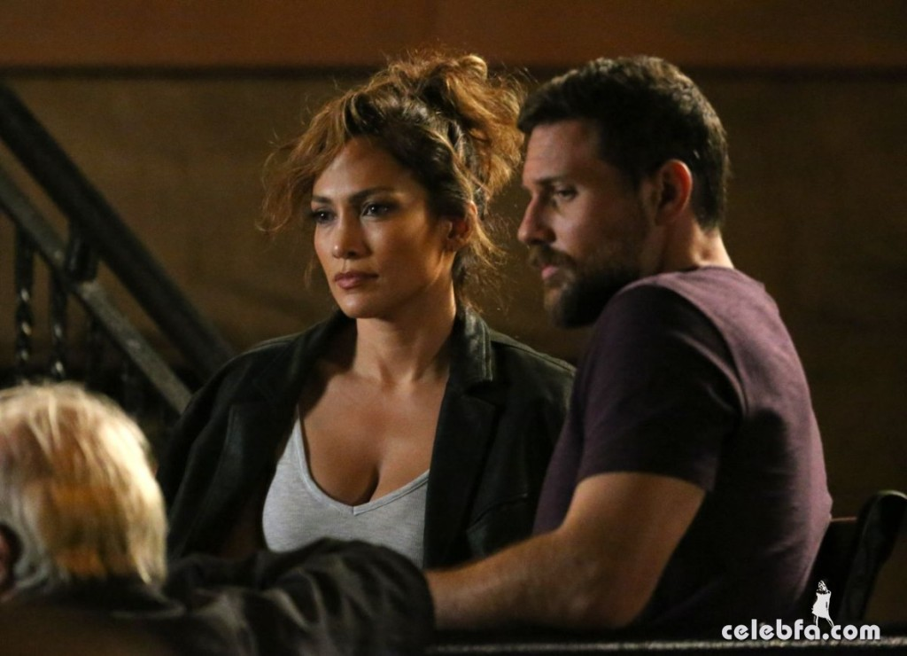 jennifer-lopez-on-the-set-of-shades-of-blue-in-new-york (3)