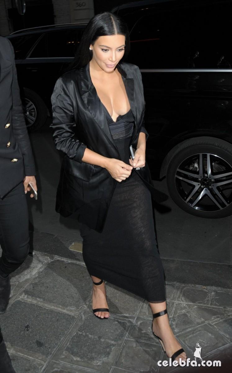 kim-kardashian-arrives-at-charles-de-gaulle-airport-in-paris (1)
