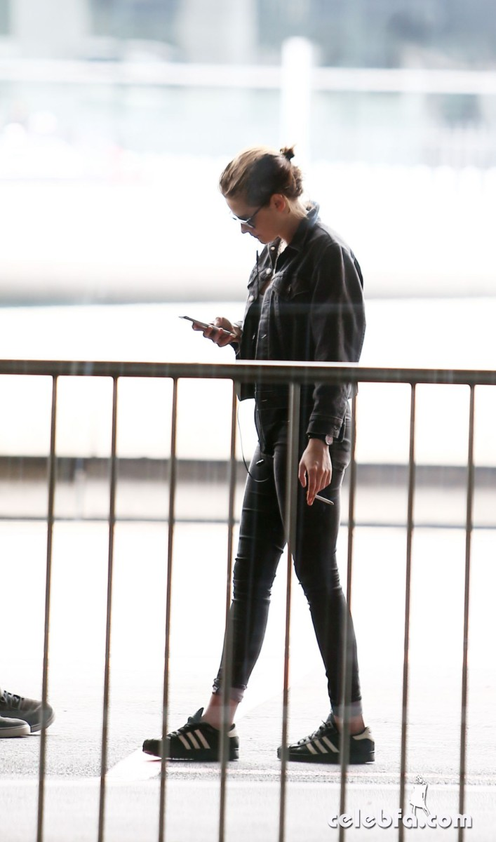 kriten-stewart-out-and-about-in-paris (8)
