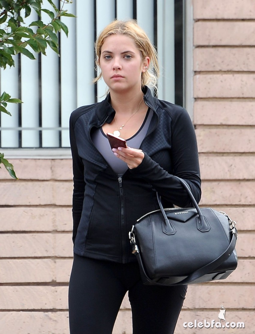 ashley-benson-heading-to-a-gym-in-los-angeles (4)