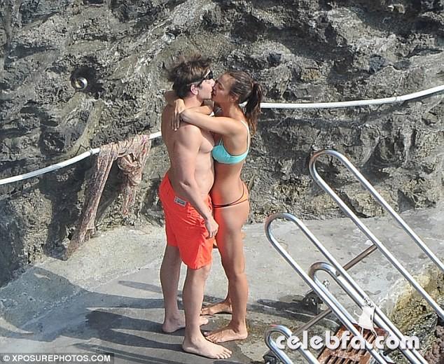 Bradley Cooper & Irina Shayk (2)