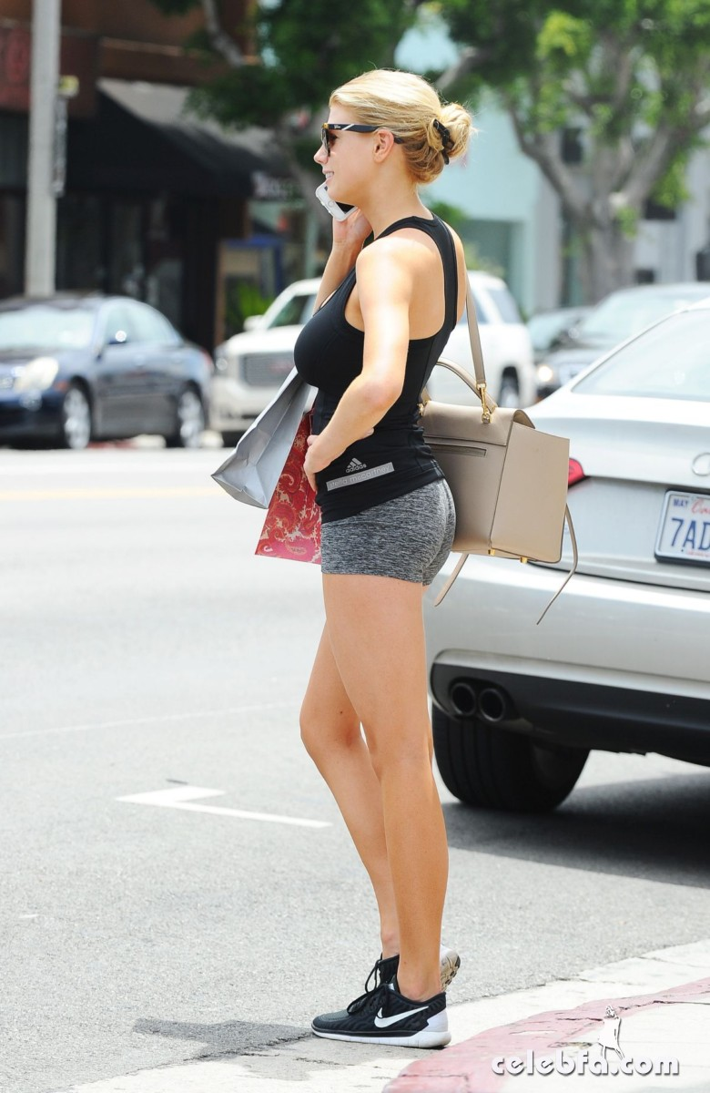 charlotte-mckinney-out-in-los-angeles (5)