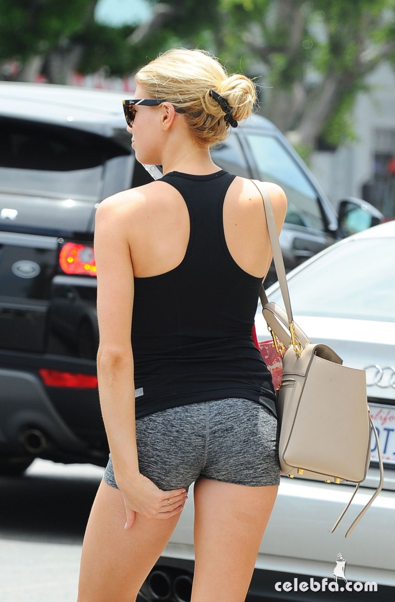 charlotte-mckinney-out-in-los-angeles (7)