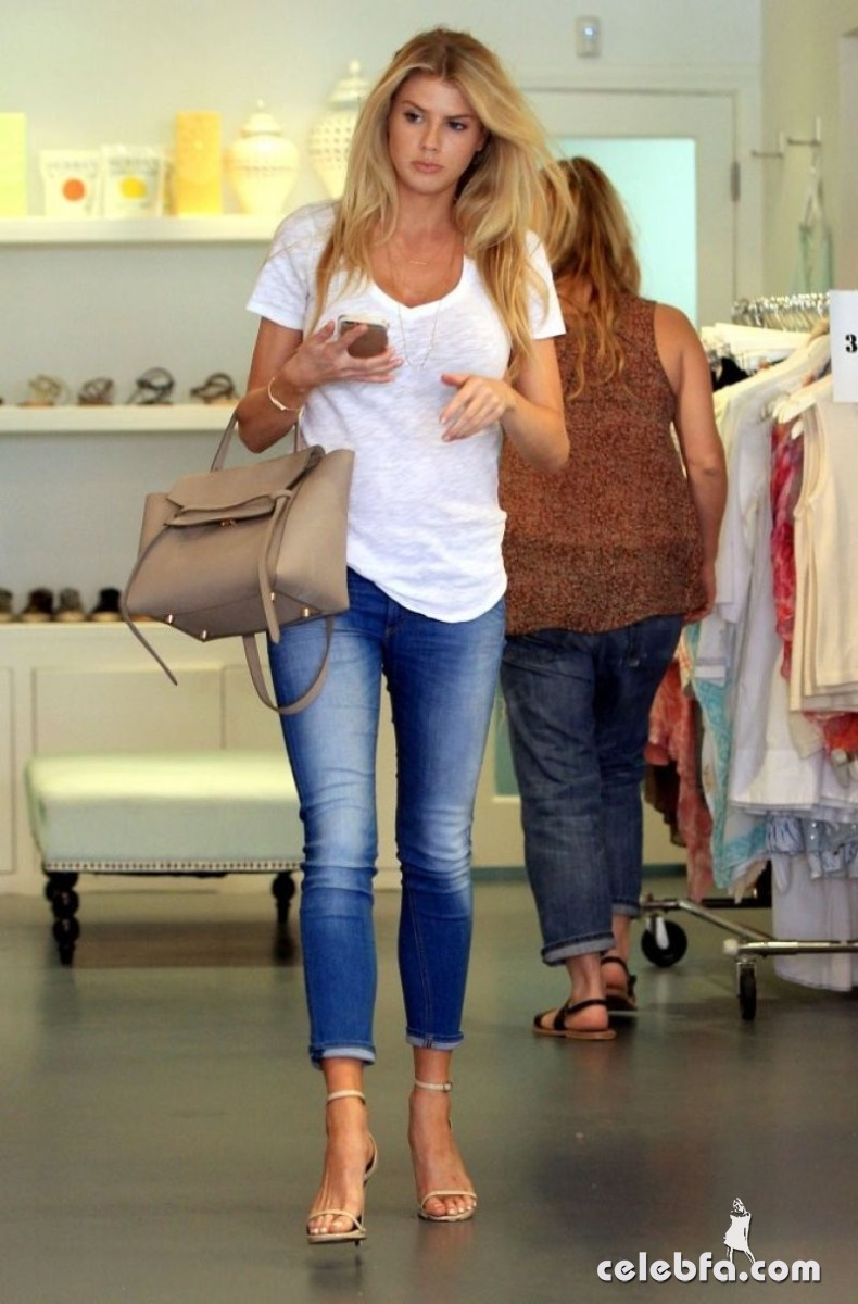charlotte-mckinney-shopping-in-beverly-hills (1)