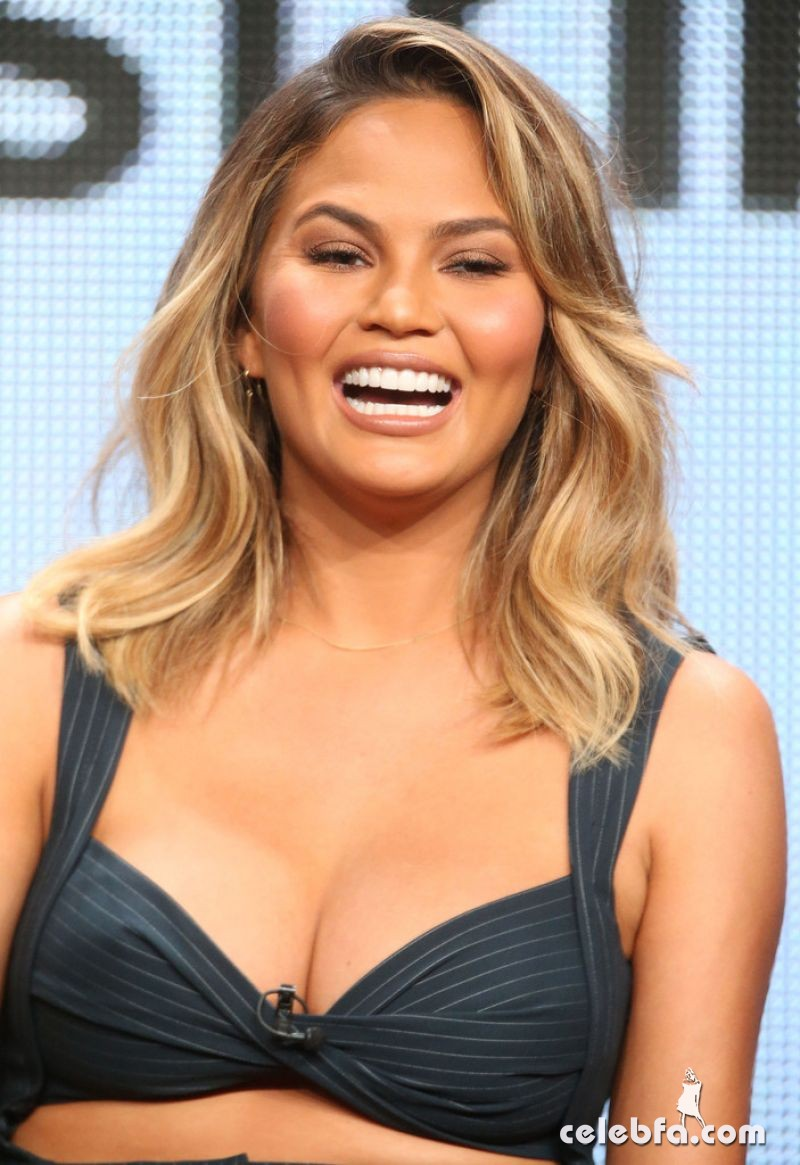 chrissy-teigen-at-the-fab-life-panel-at-2015-summer-tca-tour (1)