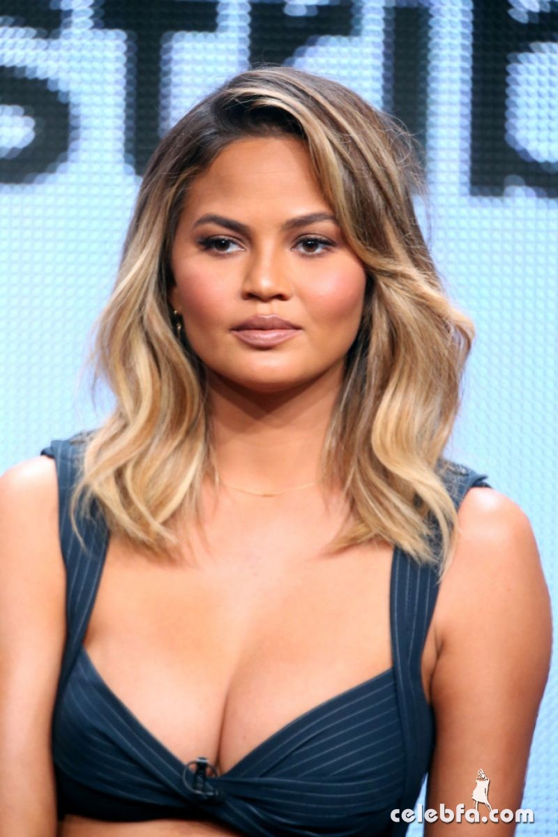 chrissy-teigen-at-the-fab-life-panel-at-2015-summer-tca-tour (4)