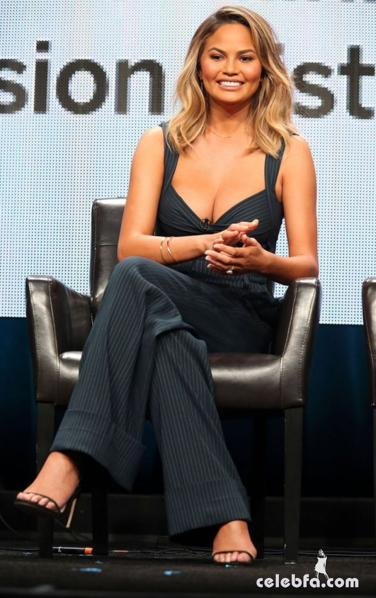 chrissy-teigen-at-the-fab-life-panel-at-2015-summer-tca-tour (5)