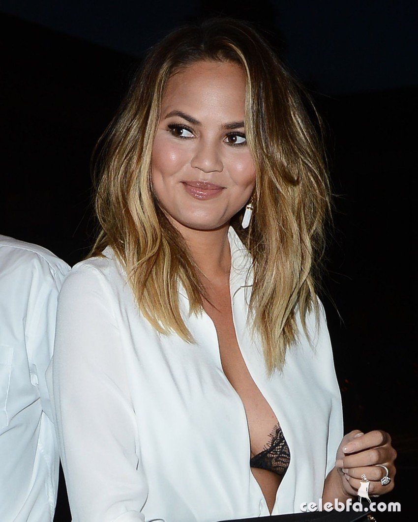 chrissy-teigen-at-the-fab-life-panel-at-2015-summer-tca-tour (7)