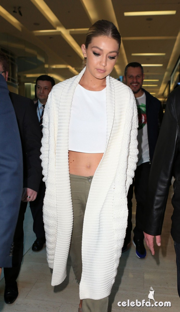 gigi-hadid-at-guess-spring-2015-collection-launch (9)
