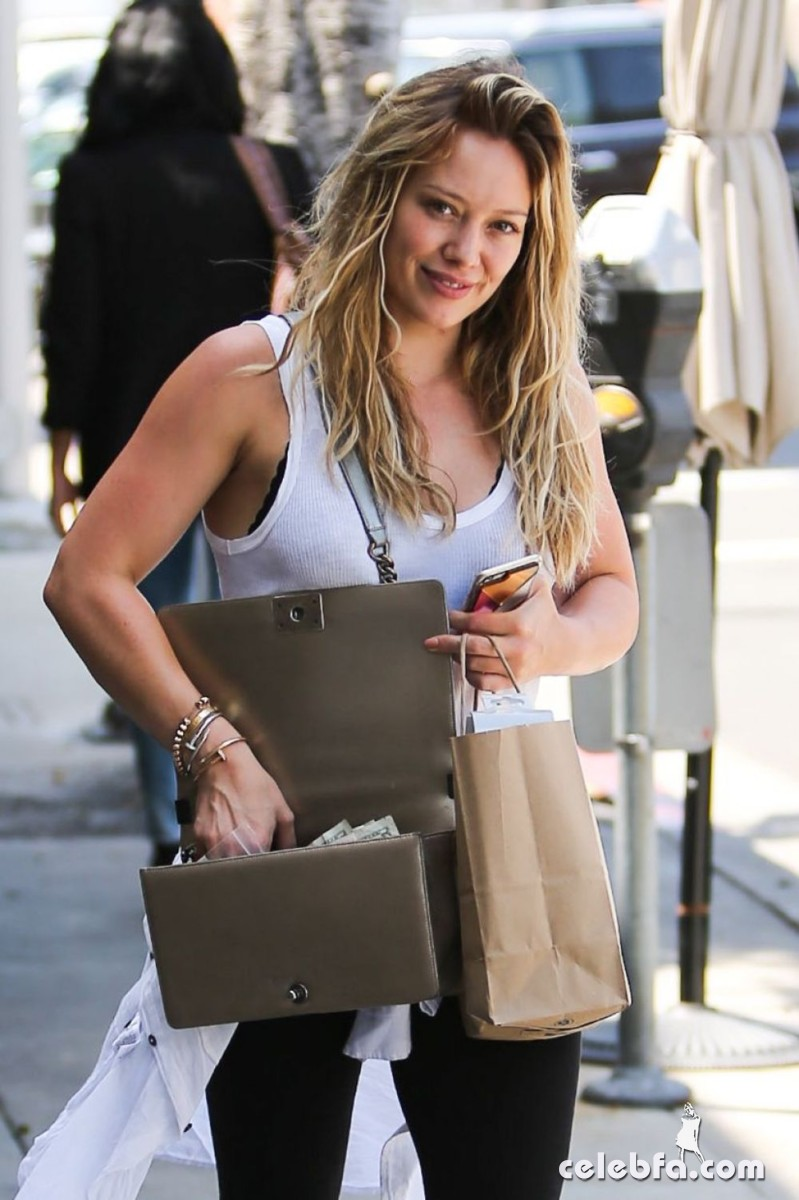 hilary-duff-out-shopping-in-beverly-hills (1)
