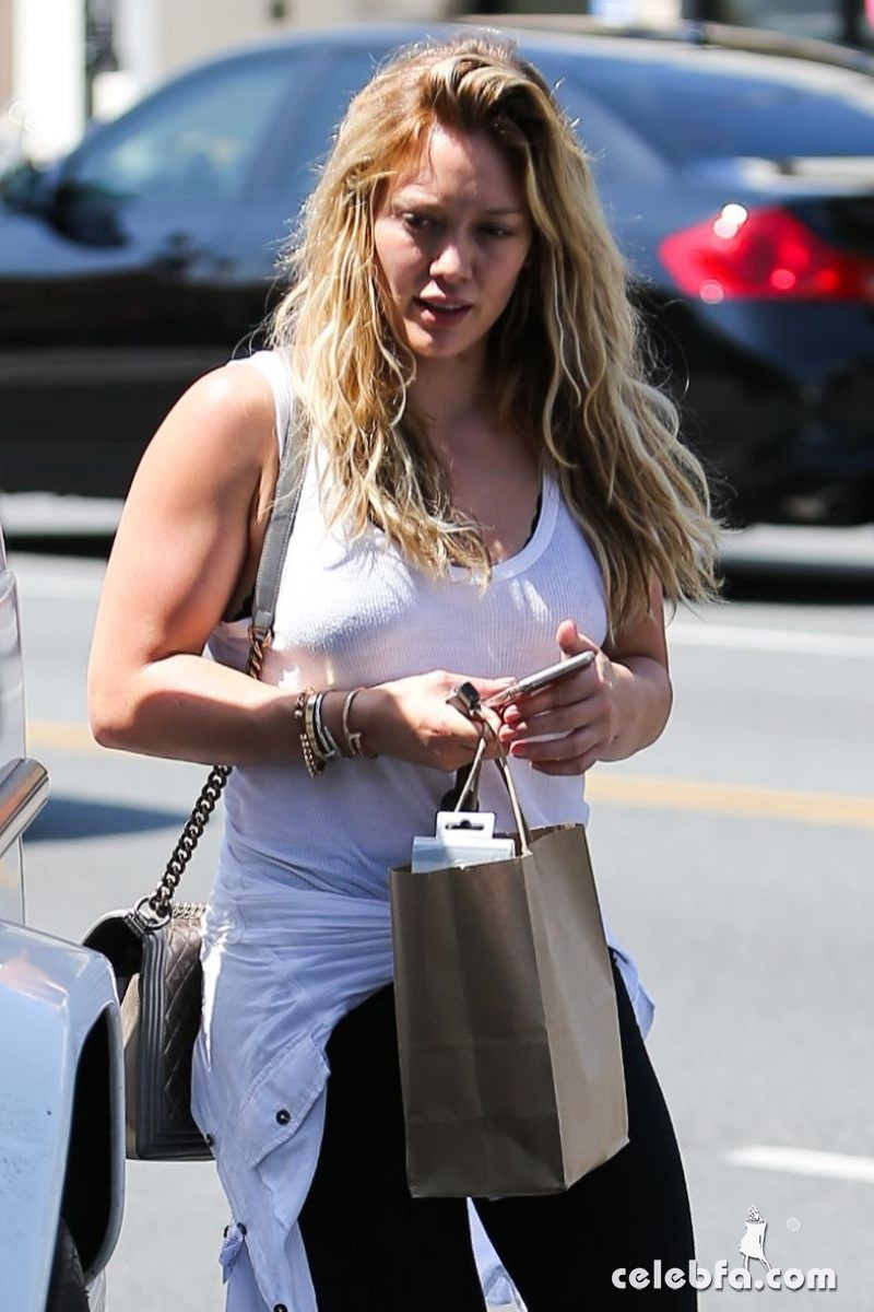 hilary-duff-out-shopping-in-beverly-hills (7)