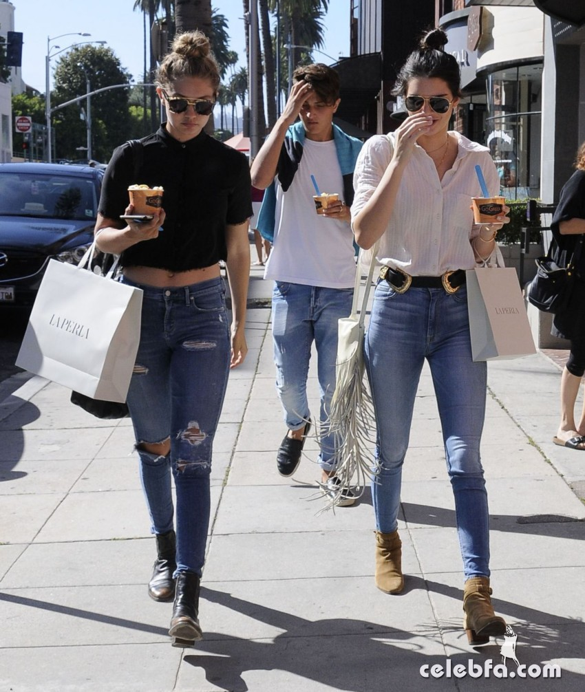 kendall-jenner-and-gigi-hadid-out-and-about-in-beverly-hills (2)