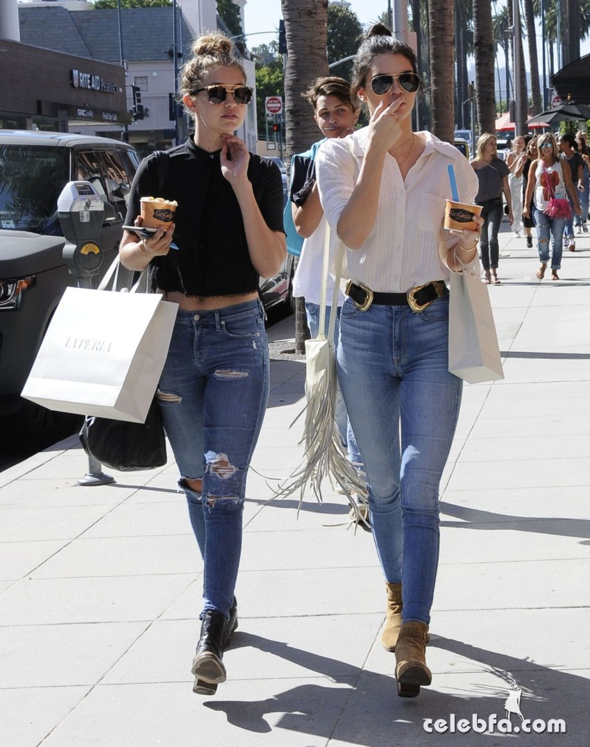 kendall-jenner-and-gigi-hadid-out-and-about-in-beverly-hills (4)
