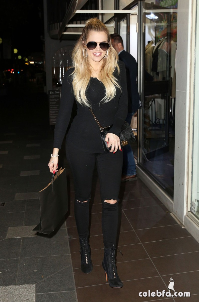 khloe-kardashian-out-shopping-in-sydney (6)
