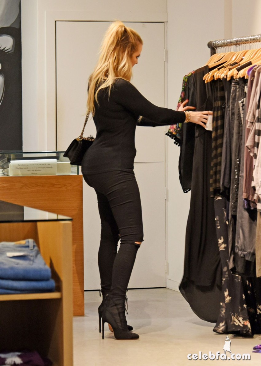 khloe-kardashian-out-shopping-in-sydney (8)