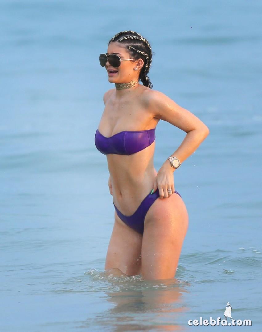 kylie-jenner-in-bikinis-in-punta-mita (8)