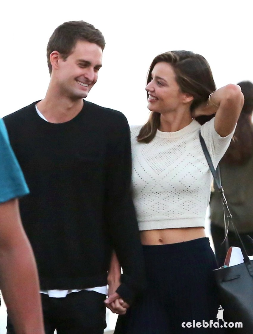miranda-kerr-out-and-about-in-malibu (1)