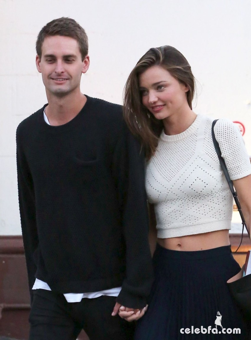 miranda-kerr-out-and-about-in-malibu (3)