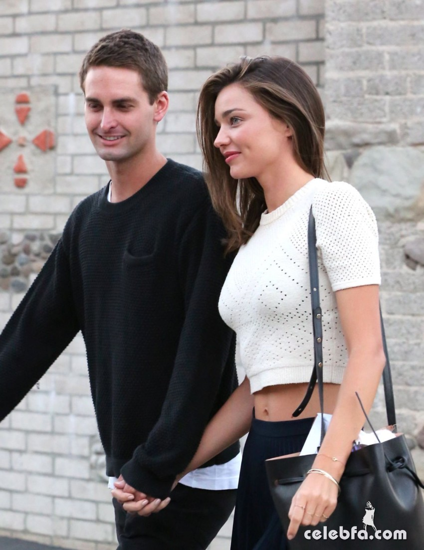 miranda-kerr-out-and-about-in-malibu (4)