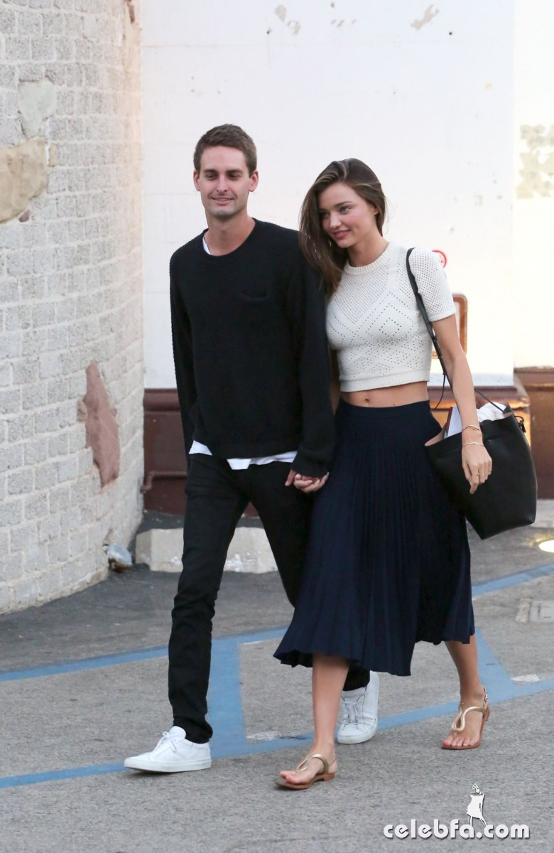 miranda-kerr-out-and-about-in-malibu (6)