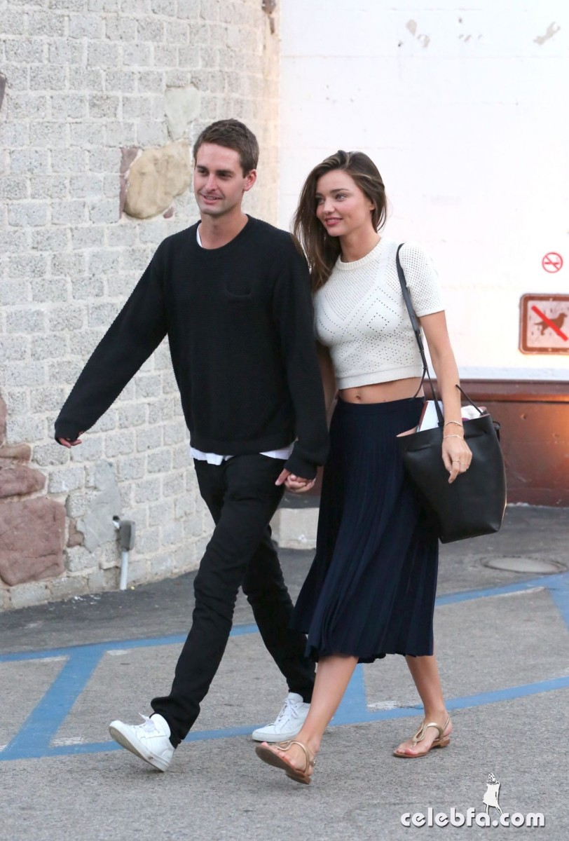 miranda-kerr-out-and-about-in-malibu (7)