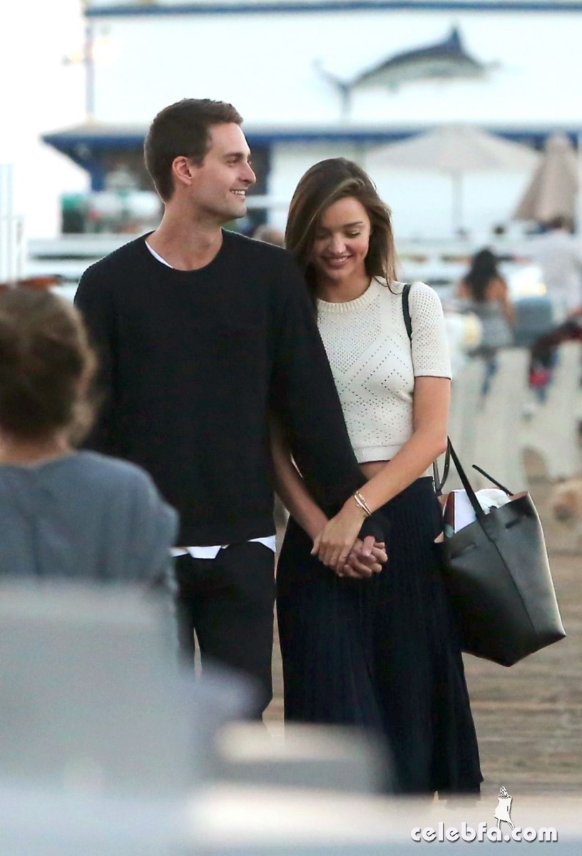 miranda-kerr-out-and-about-in-malibu (9)