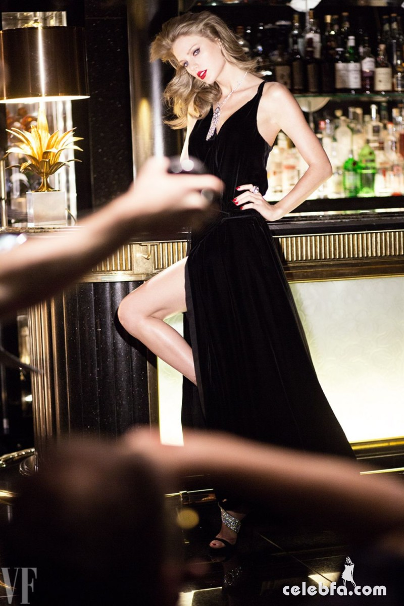 taylor-swift-for-vanity-fair-magazine-by-mario-testino-september-2015 (8)