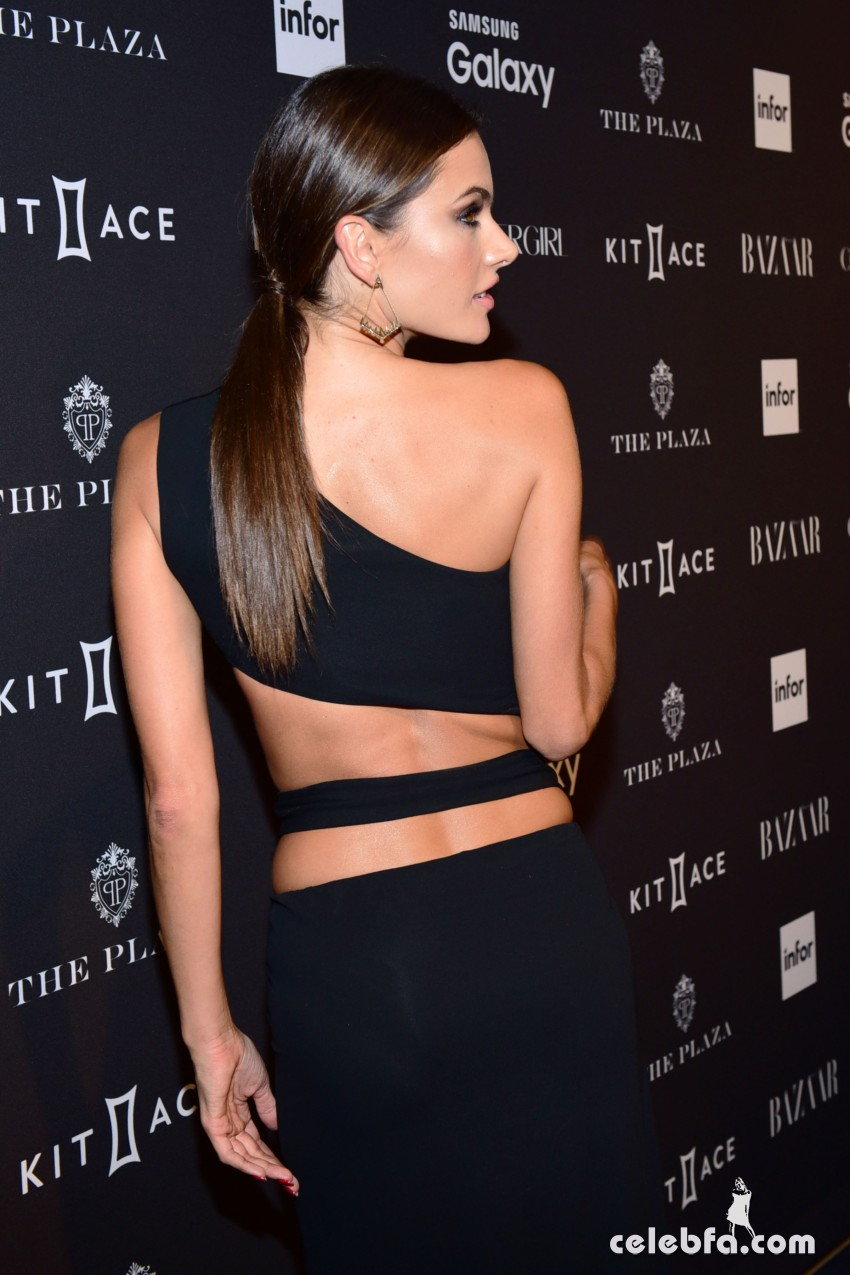 alessandra-ambrosio-at-2015-harper-s-bazaar-icons-event-in-new-york-09-16-2015 (6)