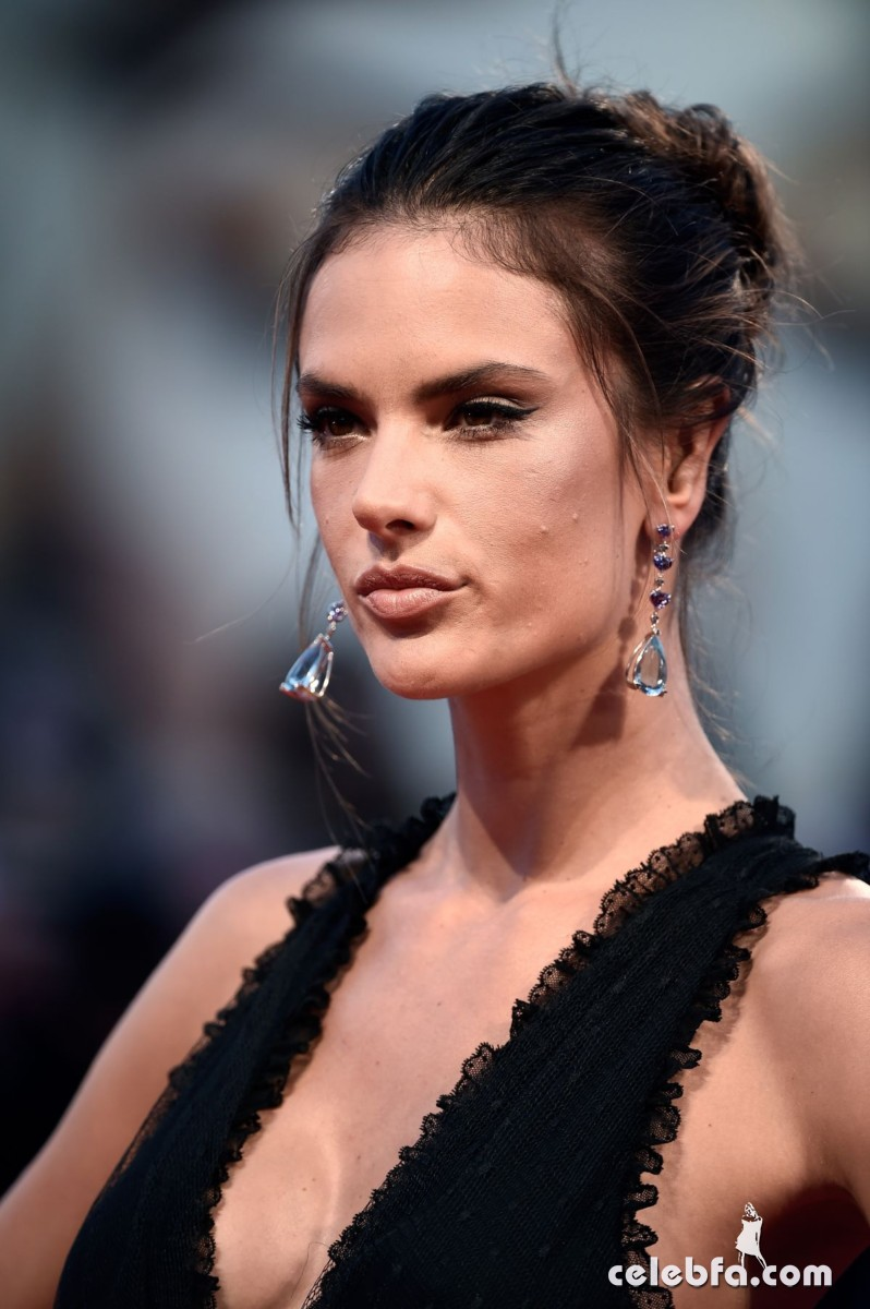 alessandra-ambrosio-at-spotlight-premiere-at-2015-venice (1)