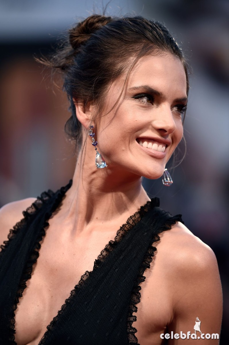alessandra-ambrosio-at-spotlight-premiere-at-2015-venice (2)