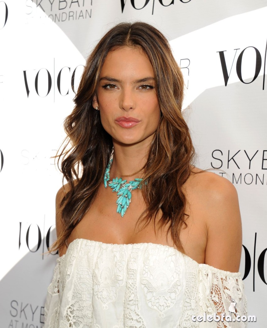 alessandra-ambrosio-at-vo-co-summer-closing-pool-party-in-west-hollywood (4)