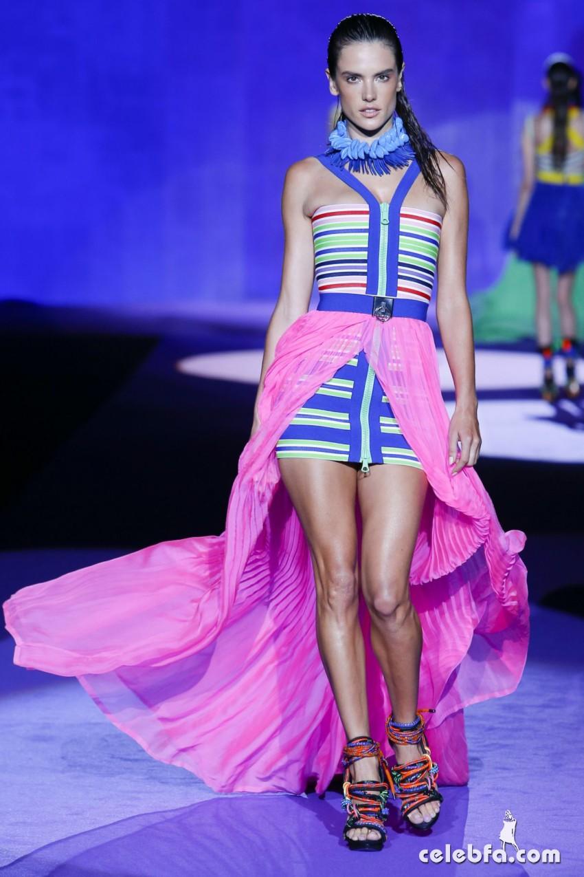 alessandra-ambrosio-fashion-show-in-milan (2)