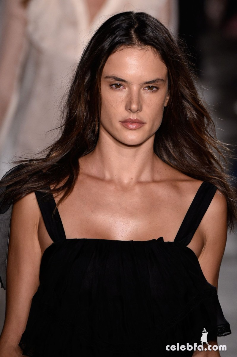 alessandra-ambrosio-fashion-show-in-milan (5)