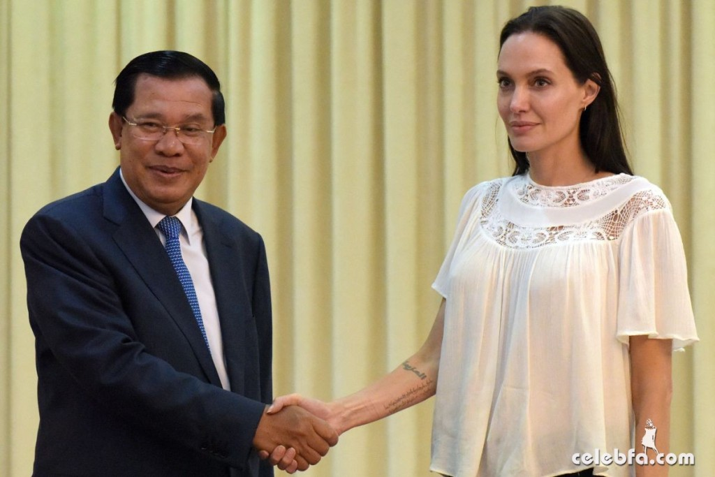 Angelina Jolie  in Cambodia (1)