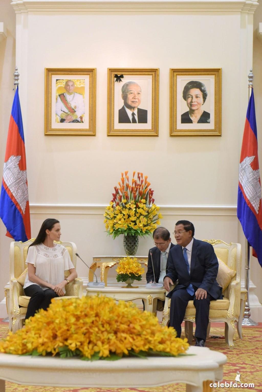 Angelina Jolie  in Cambodia (10)